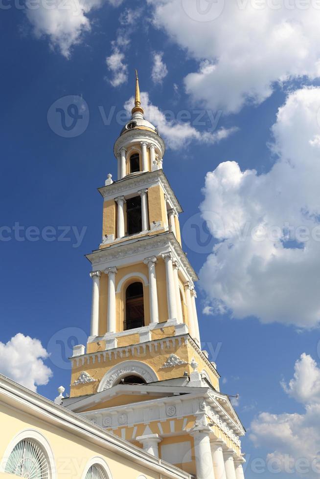klocktorn i kyrkan ioann bogoslov foto