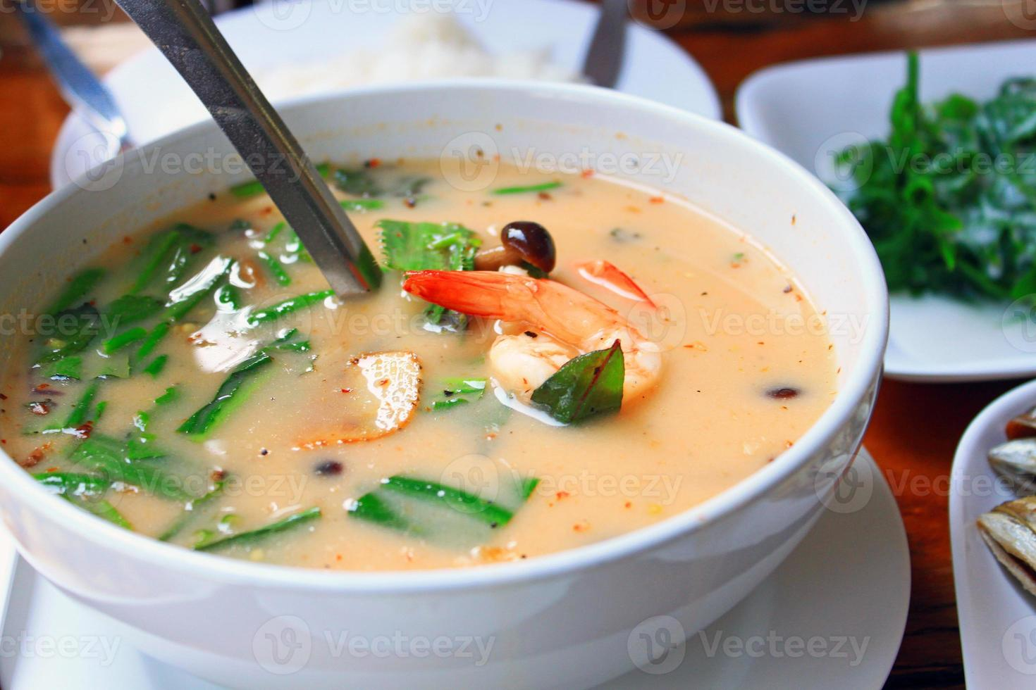 "thailändsk mat ""tom yum goong"" foto"
