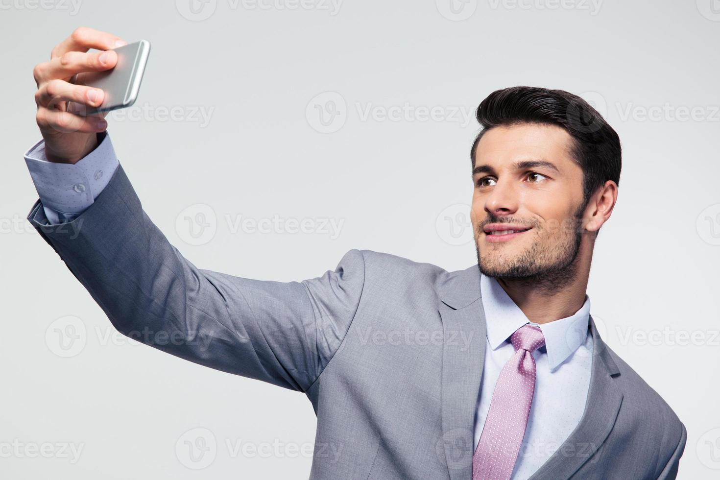 affärsman gör selfie foto på smartphone