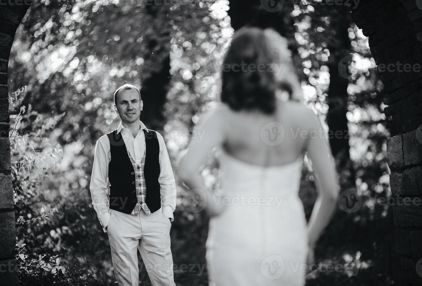 vackra par poserar foto