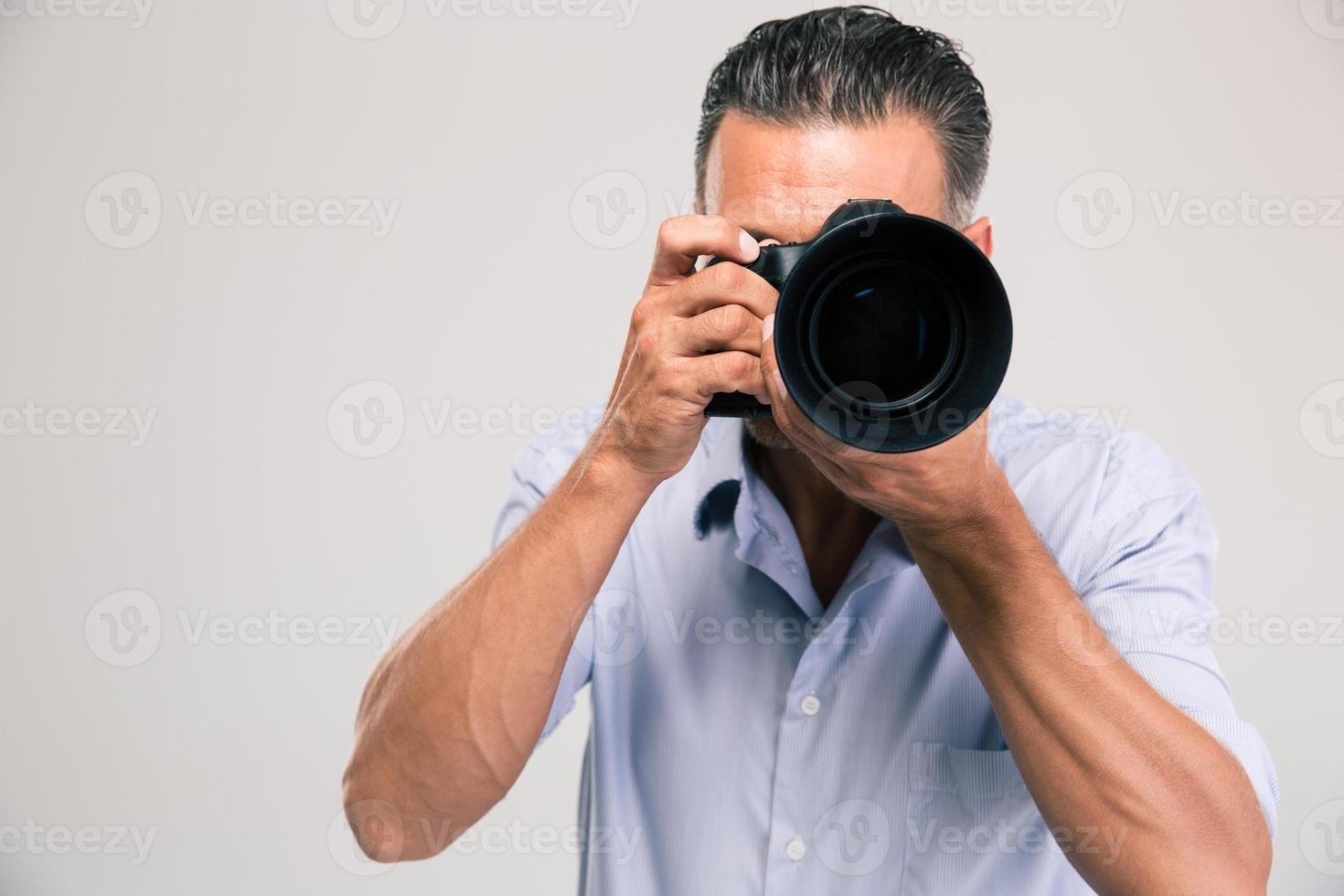 porträtt av en ung fotograf med kamera foto