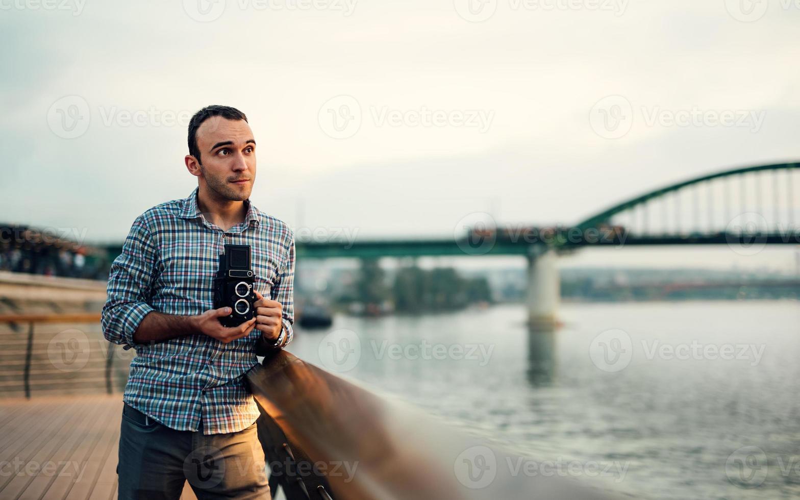 fotograf tänker på komposition foto