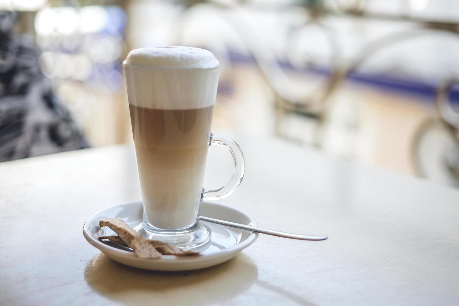 glas varm latte foto