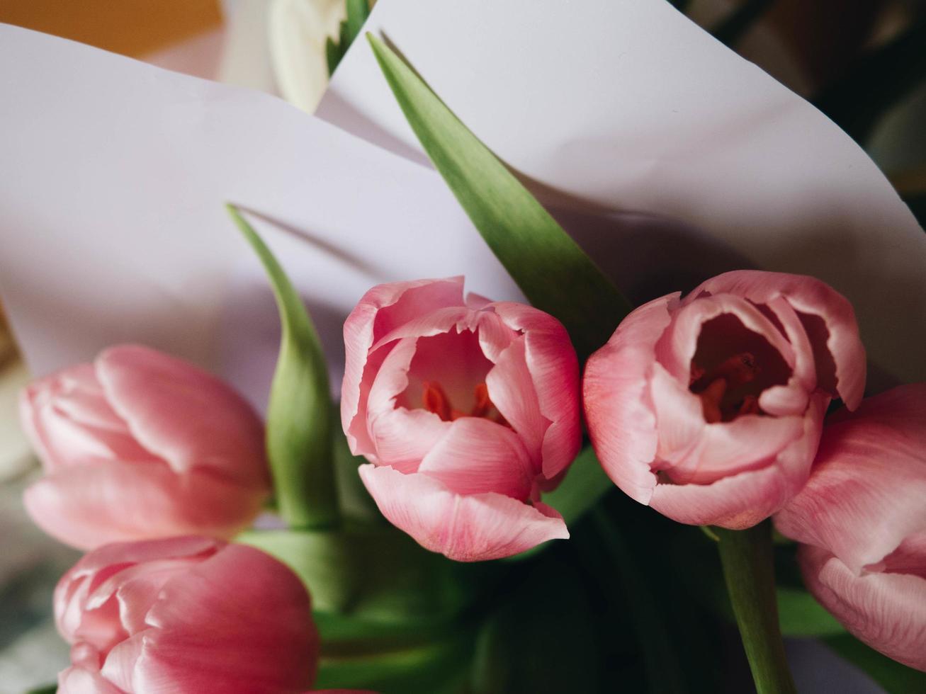 närbild av rosa blommabukett foto