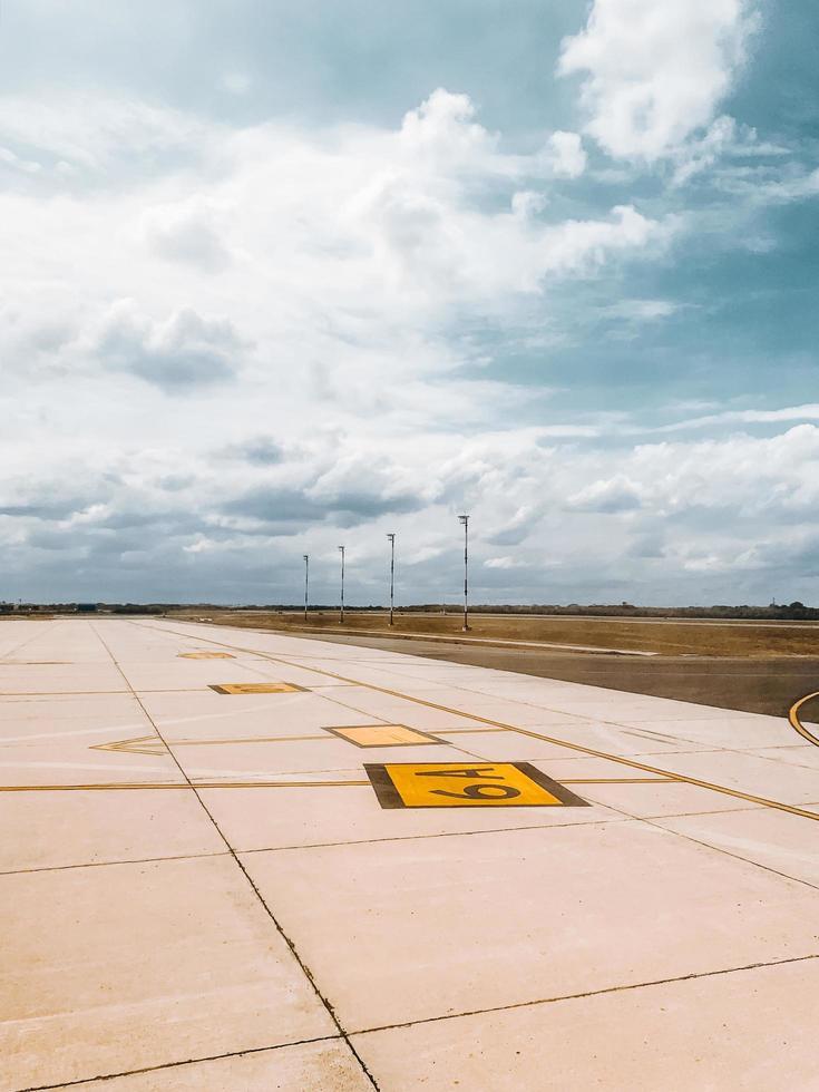 foto av flygplatsens asfalt