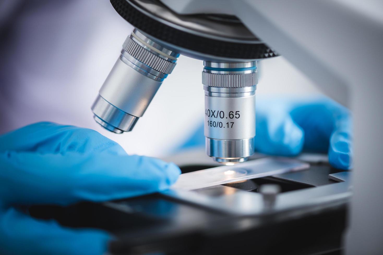 närbild av ett mikroskop foto