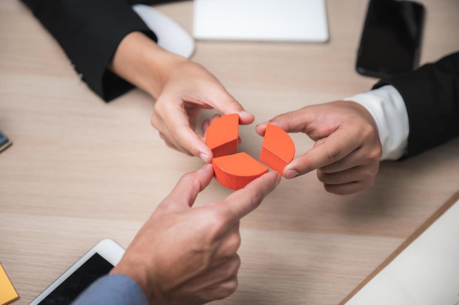 grupp affärspersonal brainstorming foto