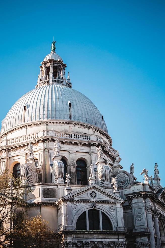 beskuren vy av basilikan di santa maria della hälsning foto
