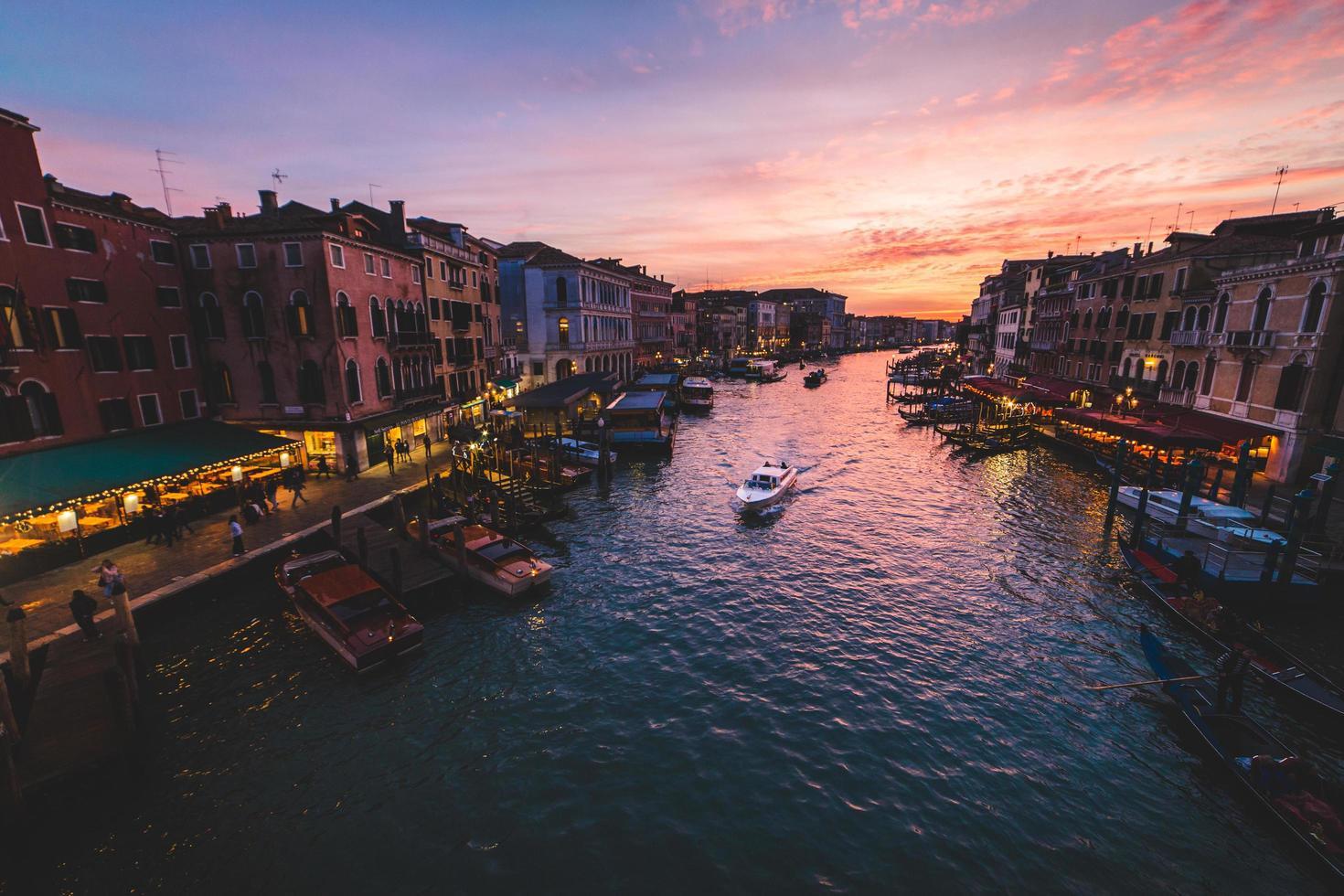Grand Canal i Venedig vid solnedgången foto