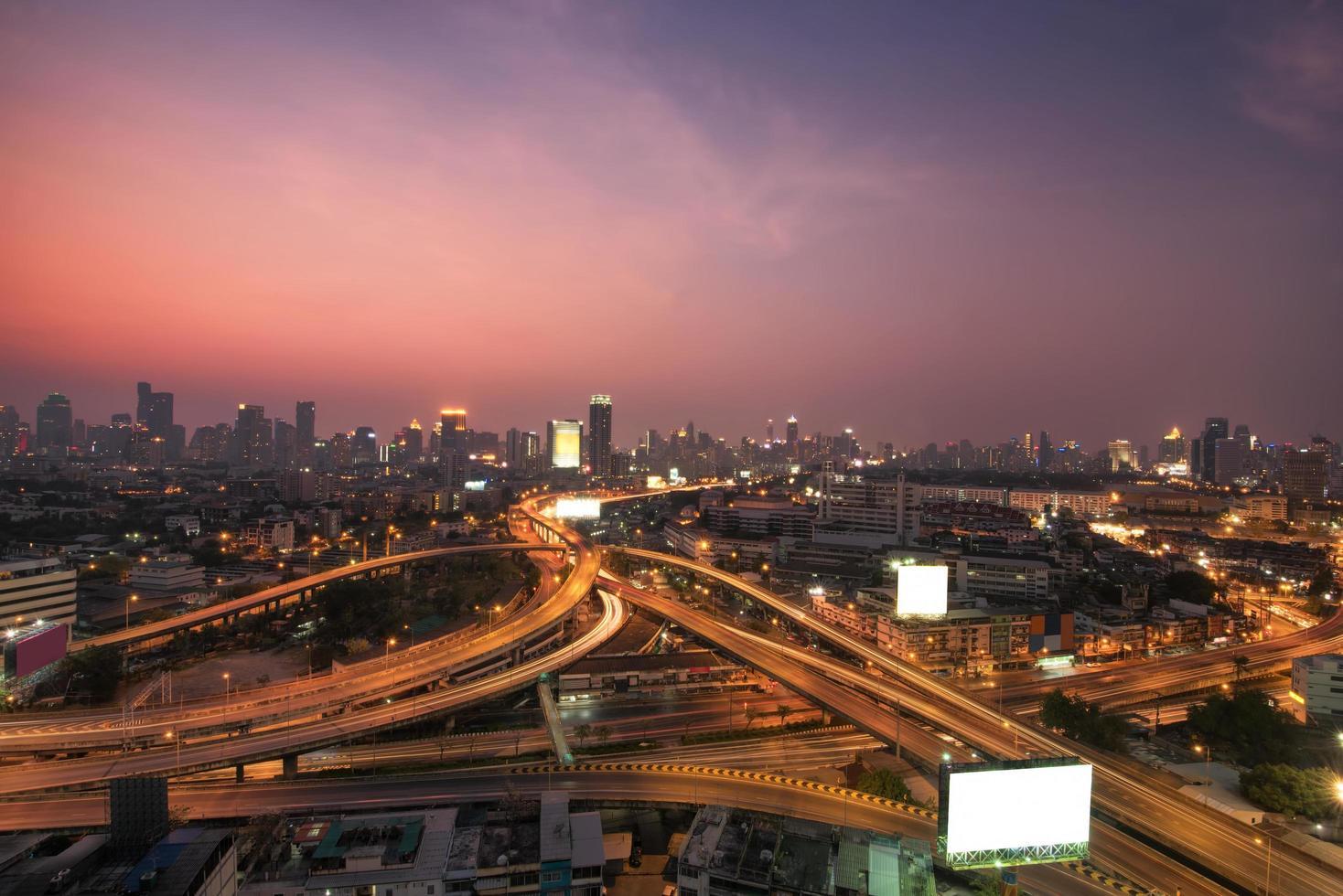 Flygfoto över Bangkok motorväg i Thailand foto