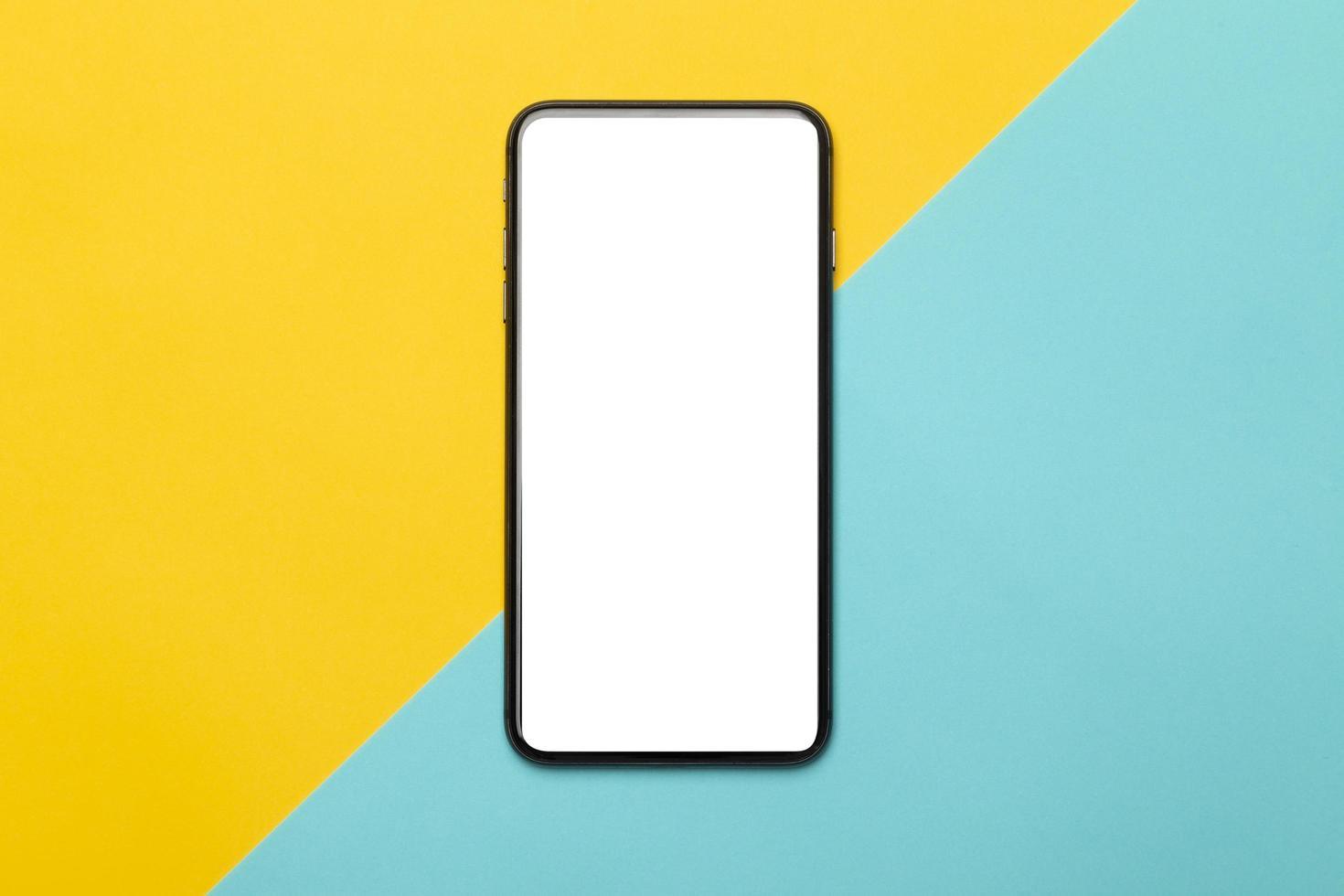 smartphone på gul och blå bakgrund foto