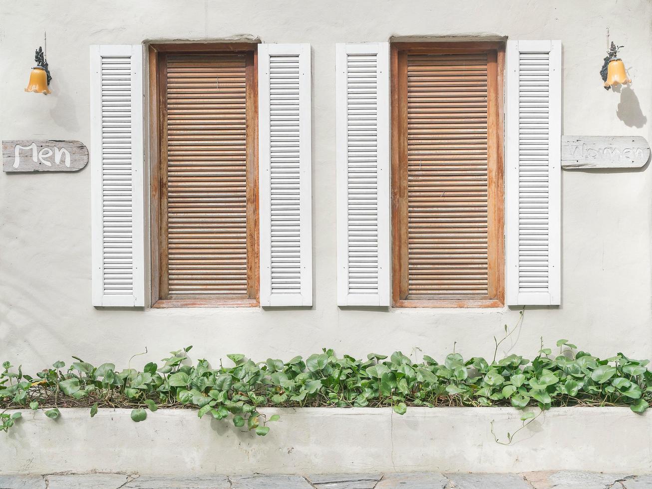 gamla fönstermönster foto