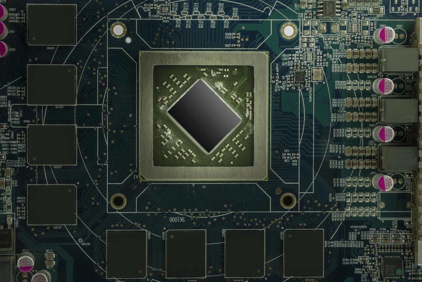 elektroniskt kretskort med processor foto