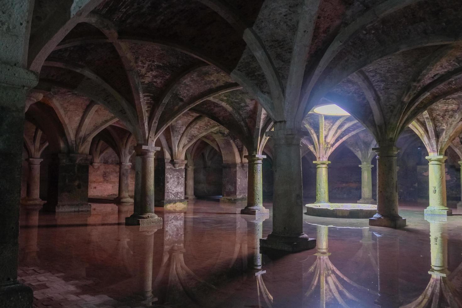 forntida portugisisk underjordisk cistern foto