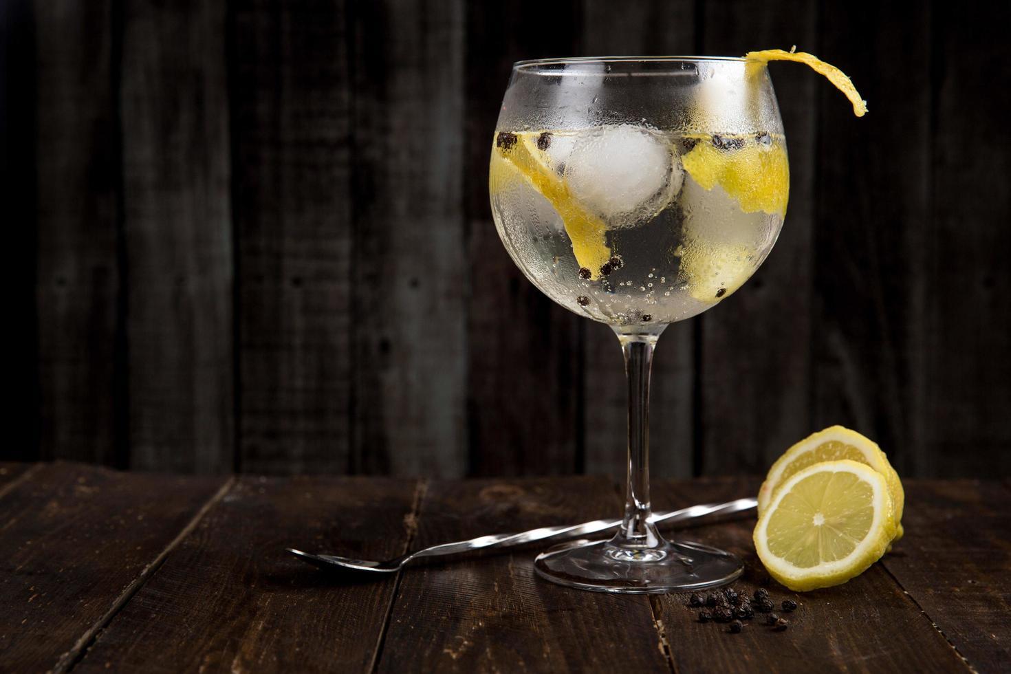 cocktail på bordet foto
