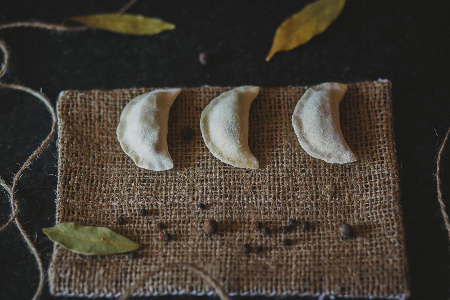 empanadas på tyg foto