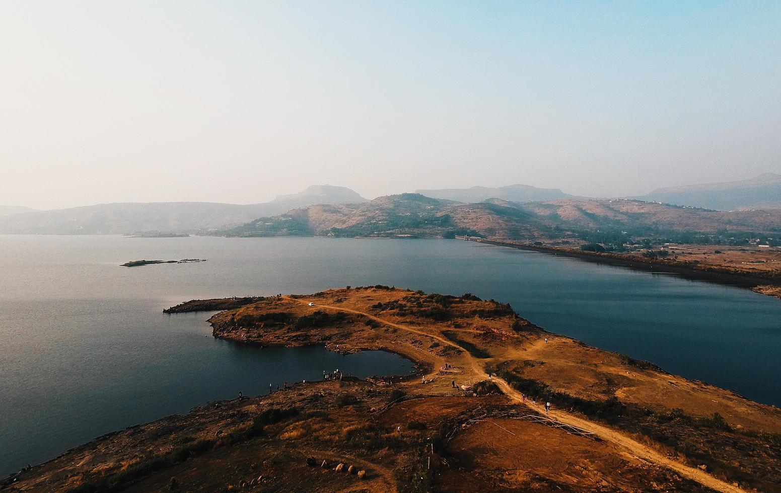 Flygfoto över en ö foto