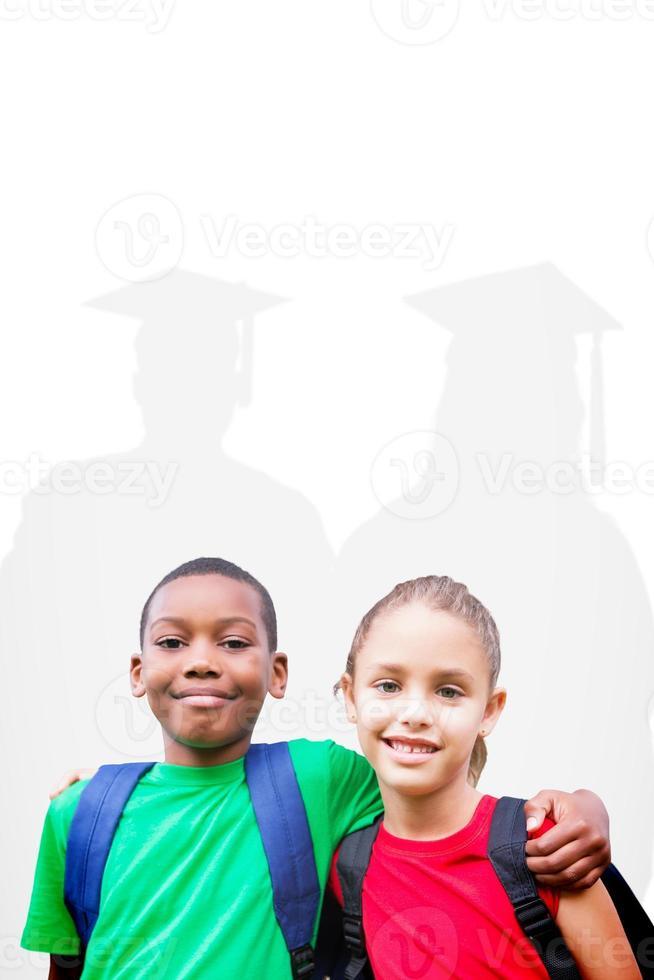 sammansatt bild av söta elever som ler mot kameran foto