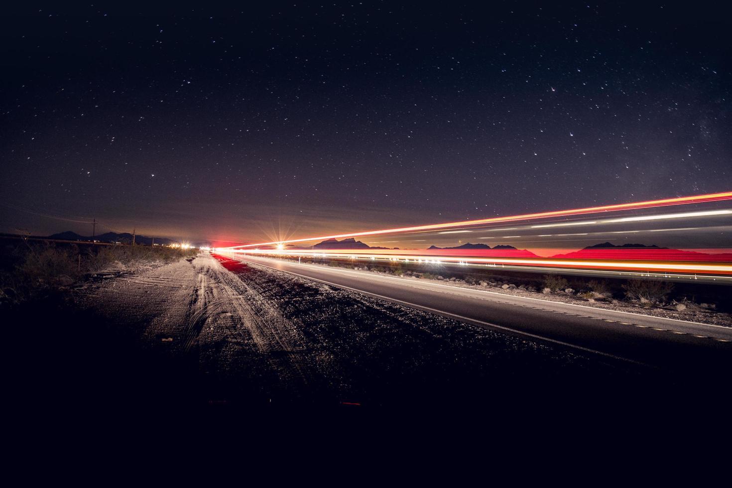 tidsinställd fotografering av fordon på väg foto