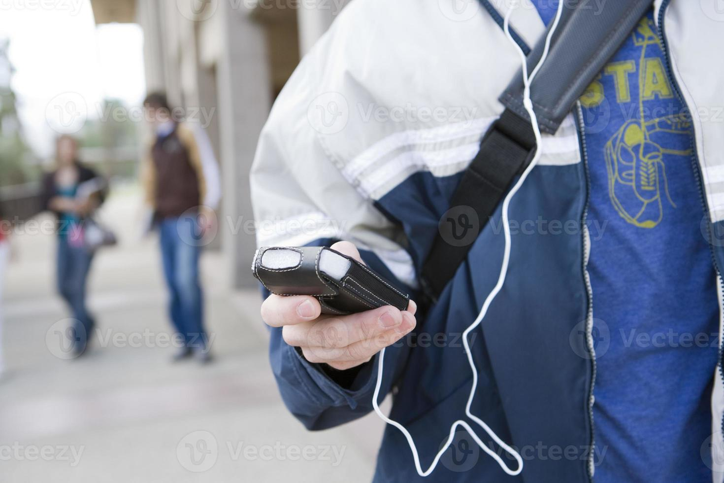 tonåring håller mp3 foto