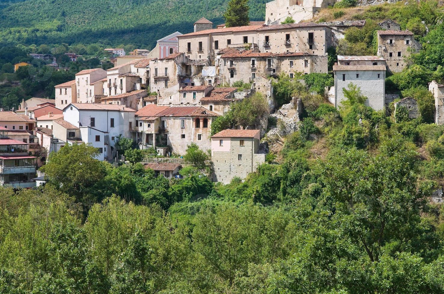 panoramautsikt över Brienza. basilicata. Italien. foto