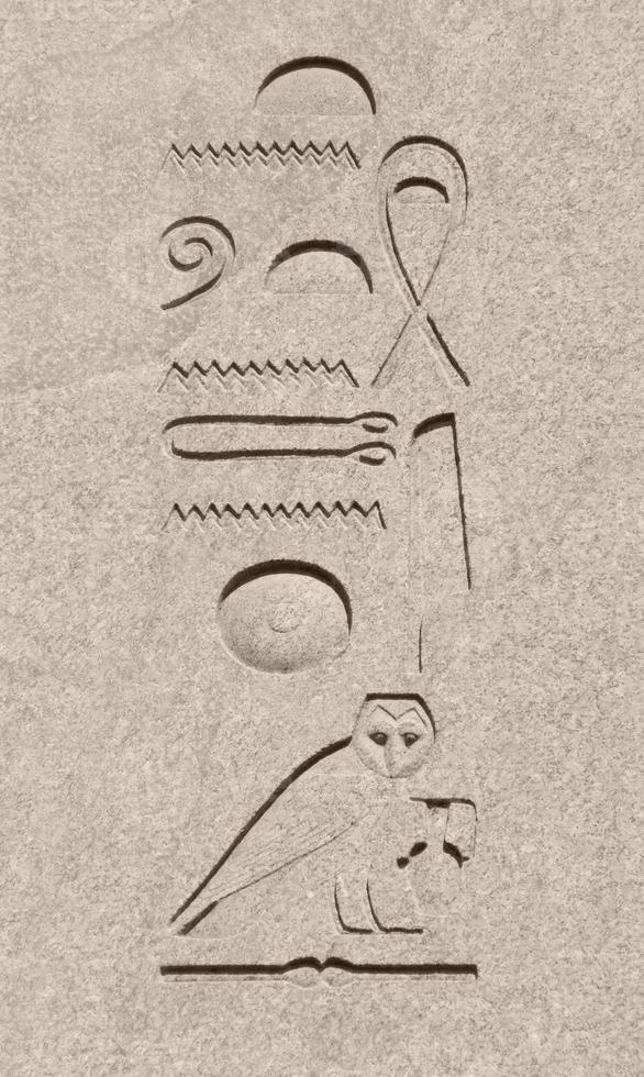 gamla egyptiska hieroglyfer foto