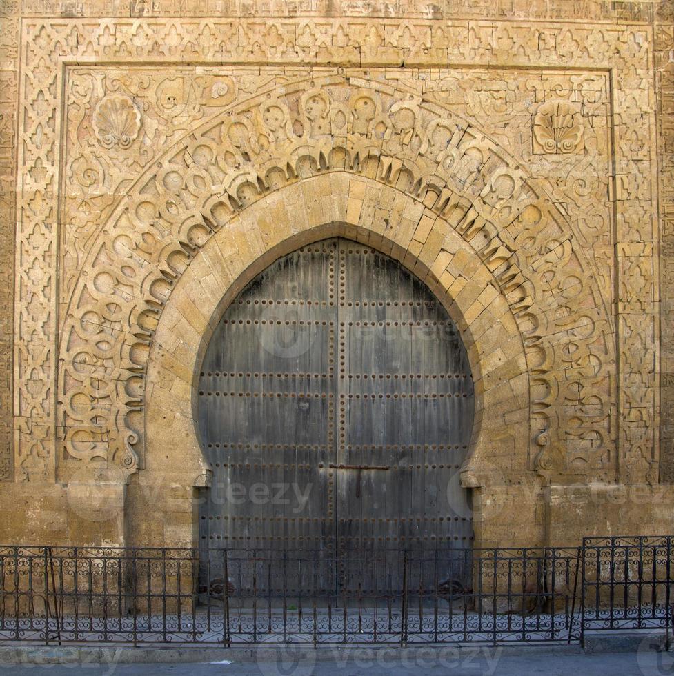 gammal marockansk dörr foto
