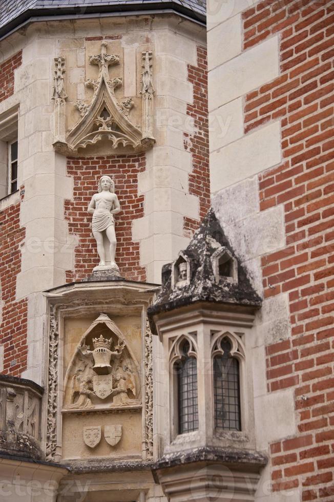 staty på fasaden på luc㨠foto