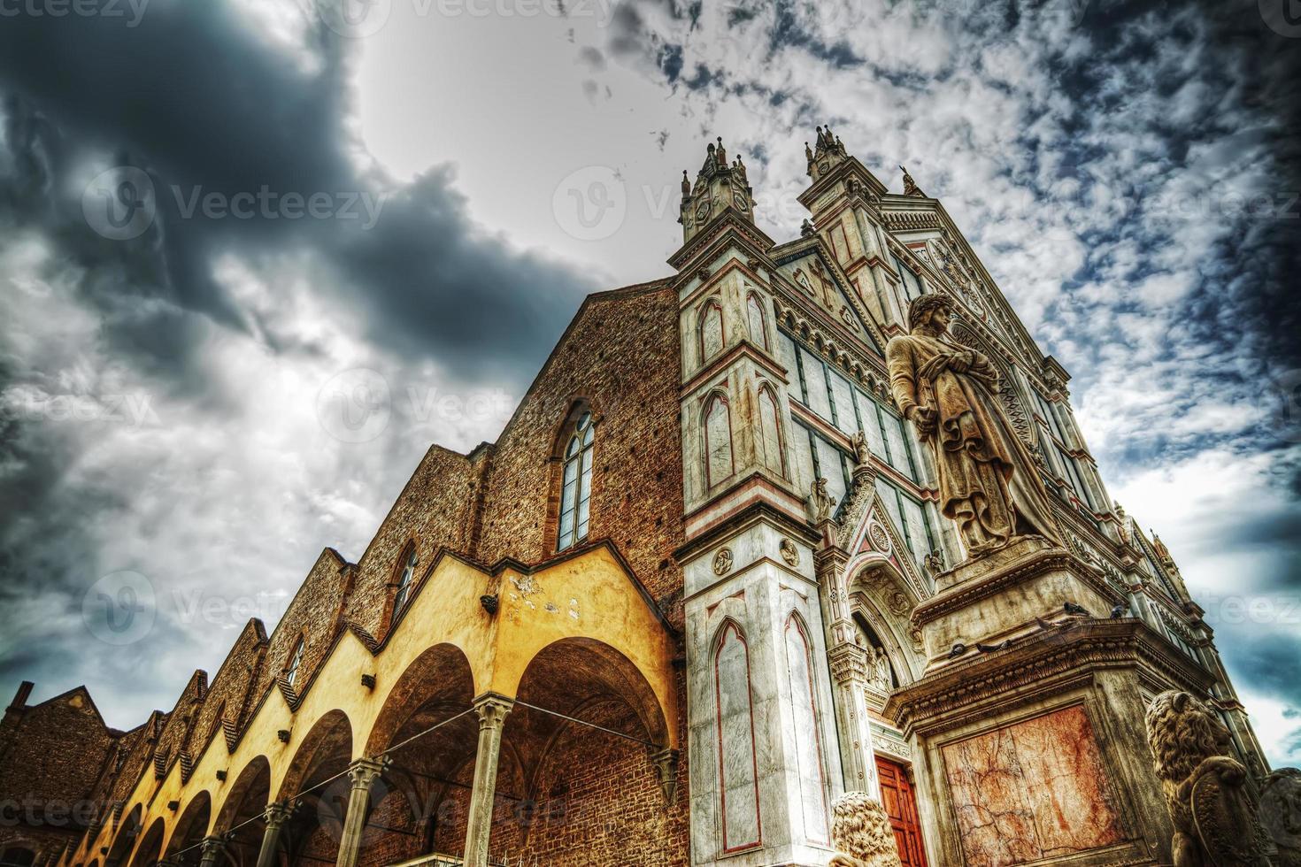 santa croce katedral i hdr-tonmappning foto