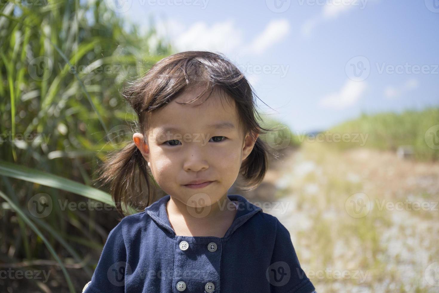 leende flicka foto