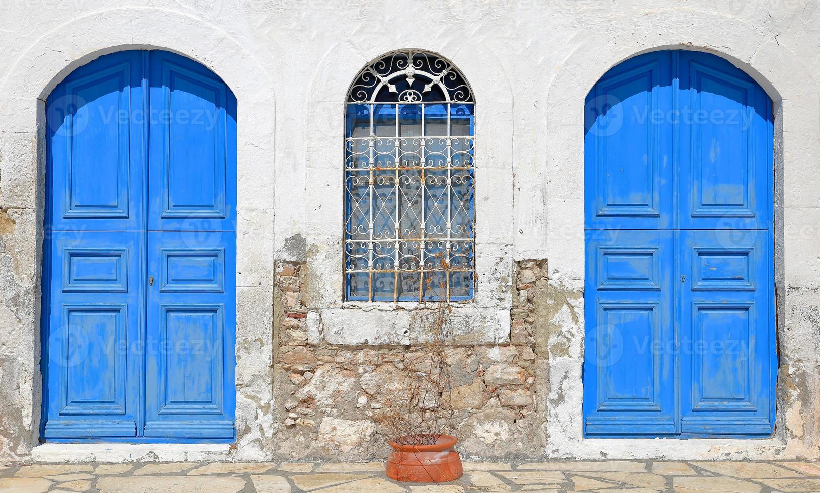 blå dörrar-kastellorizo foto