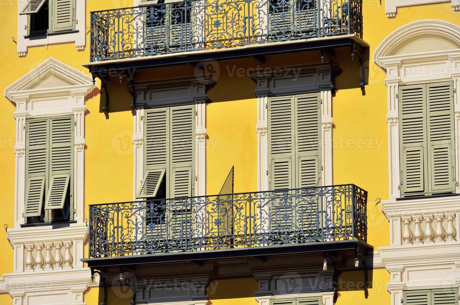 fönster och balkonger, trevligt foto