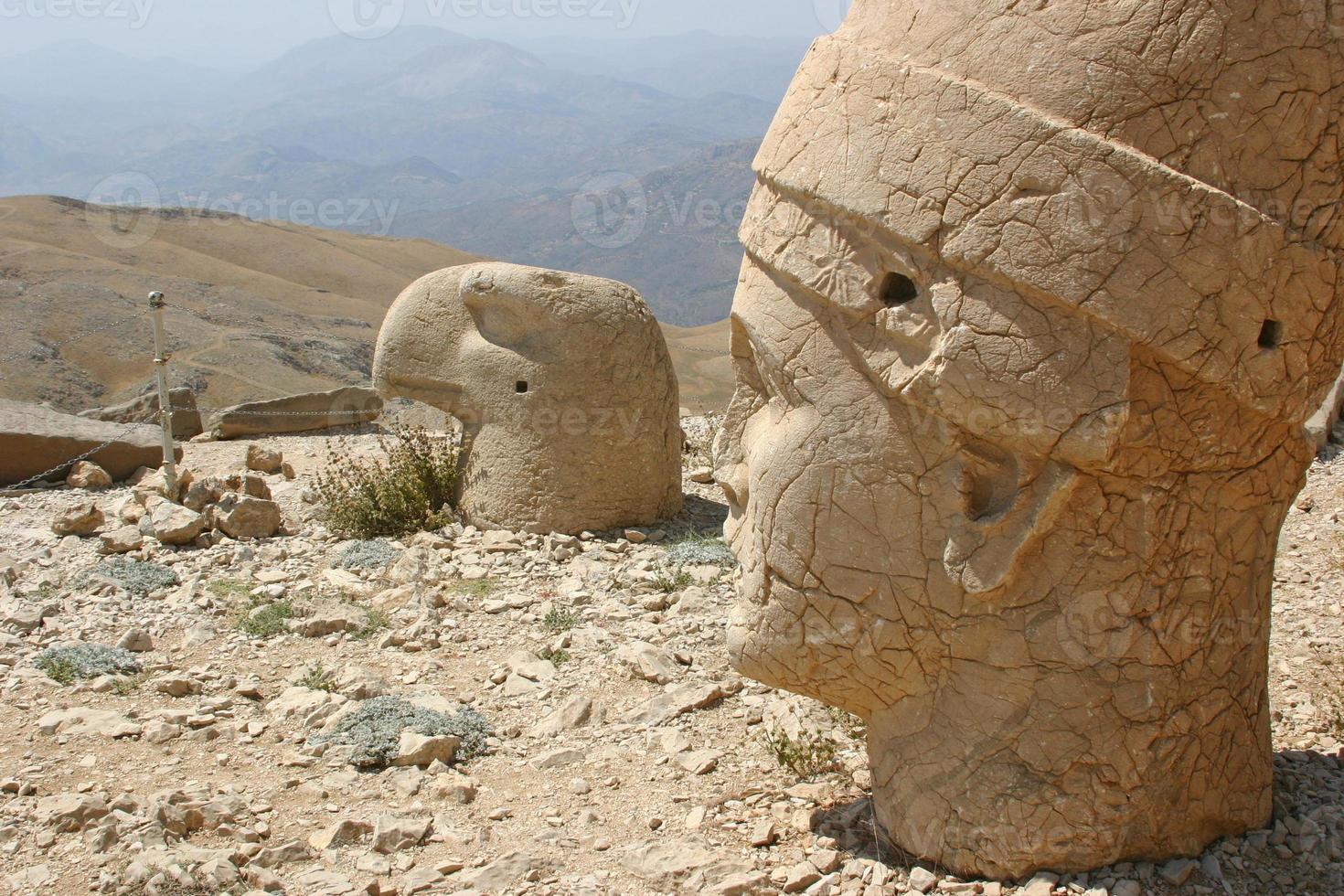 profiler av kolossala huvuden vid mount nemrut, Turkiet foto