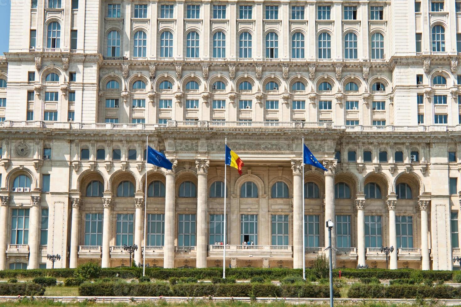 palatset av parlamentets främre vy, bucharest Rumänien foto