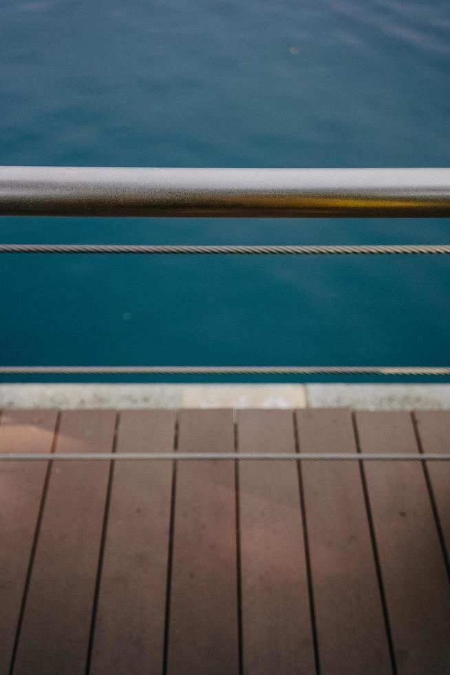 grå staket i rostfritt stål foto