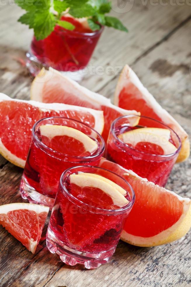 röd grapefruktcocktail foto