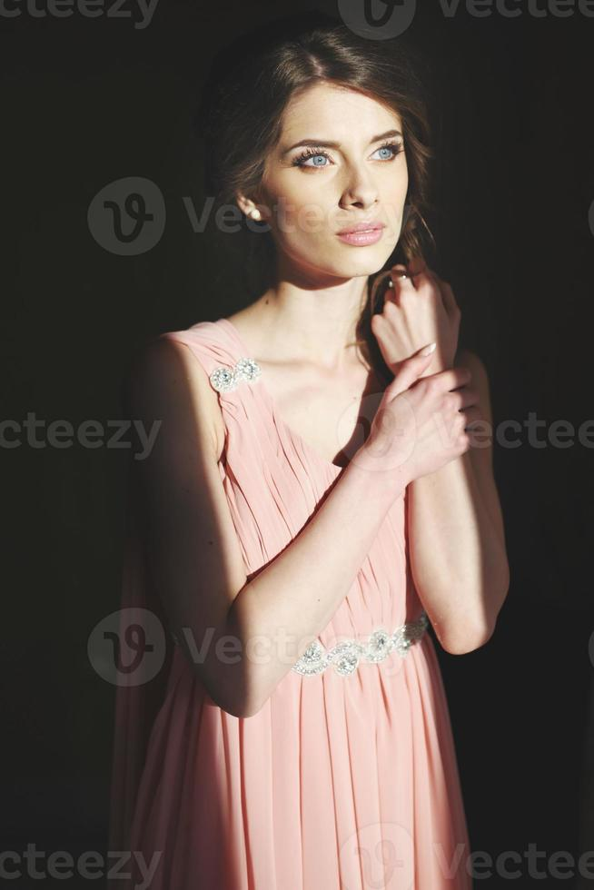 charmig ung vacker brud. foto
