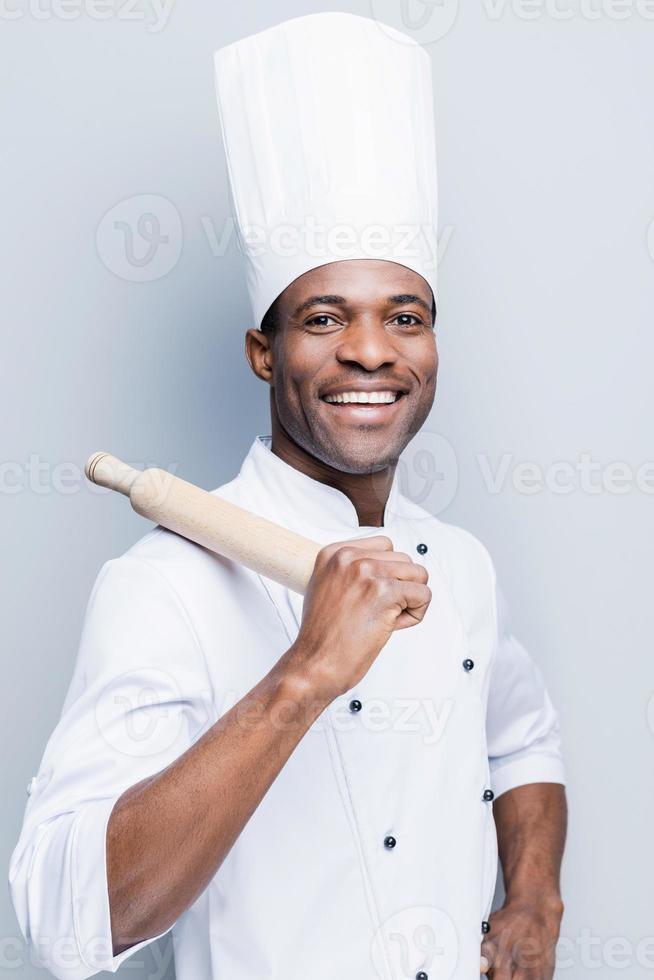 han är en mästare i köket. foto