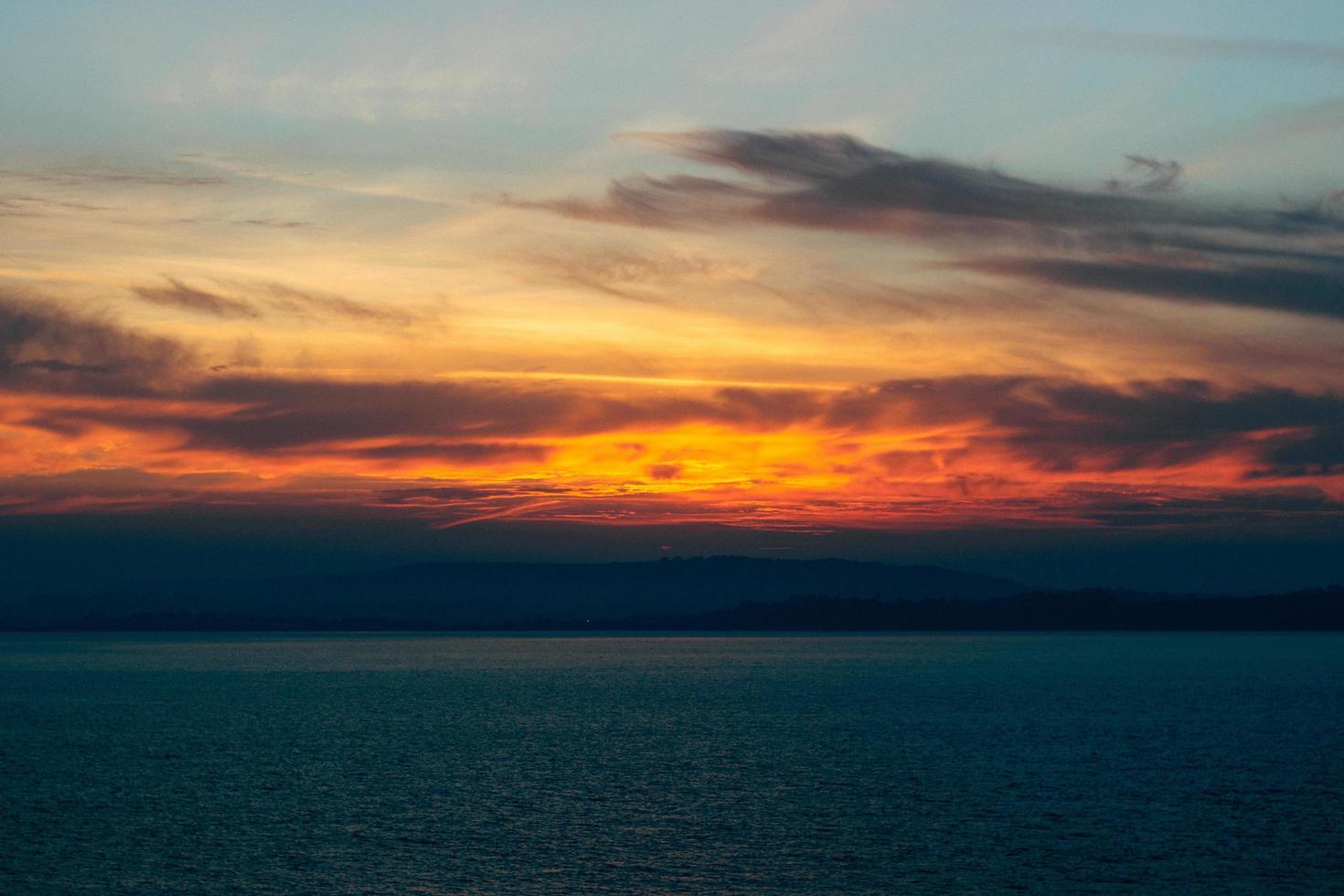 solnedgång från stranden foto