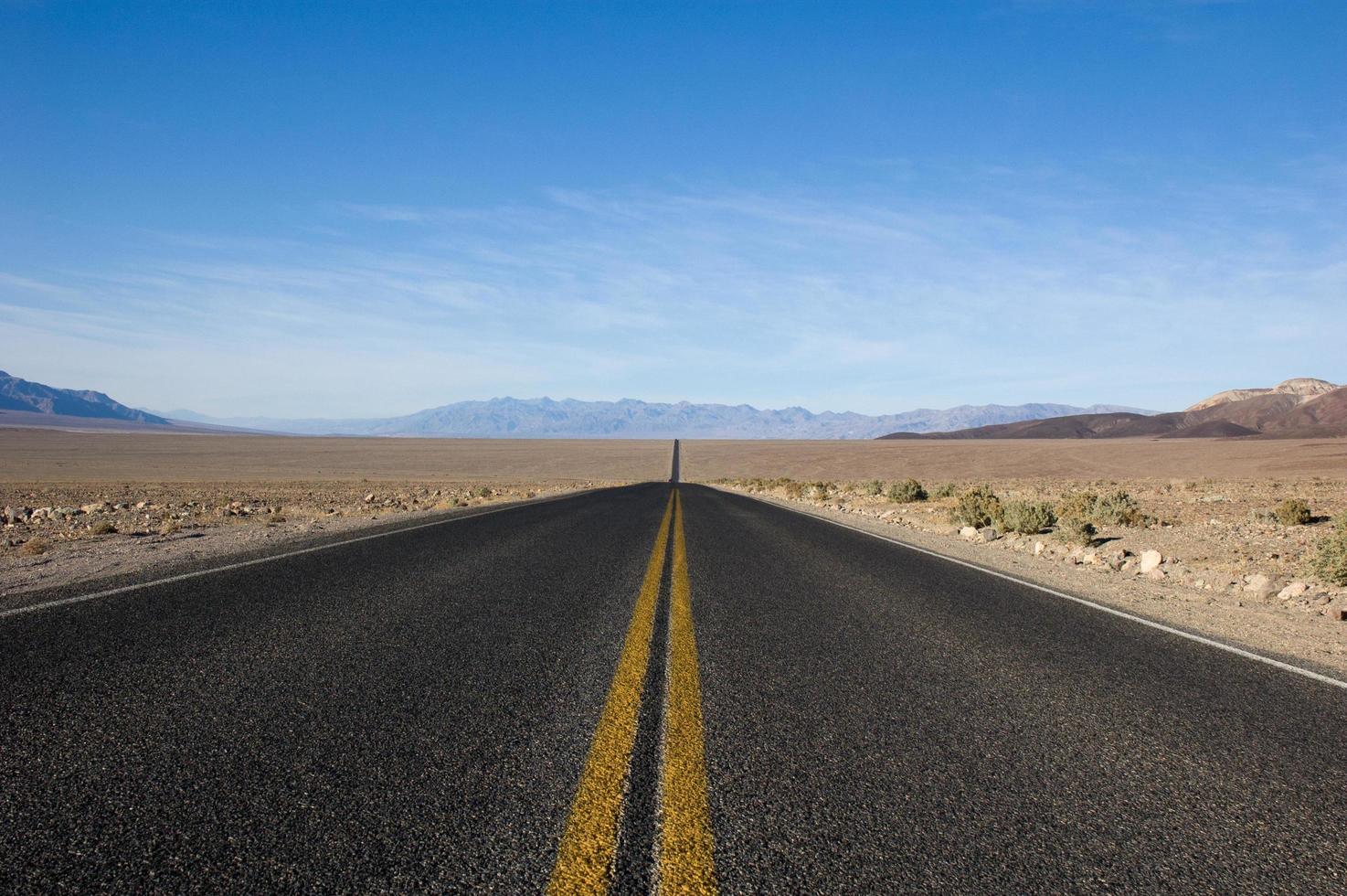 vägen framför foto