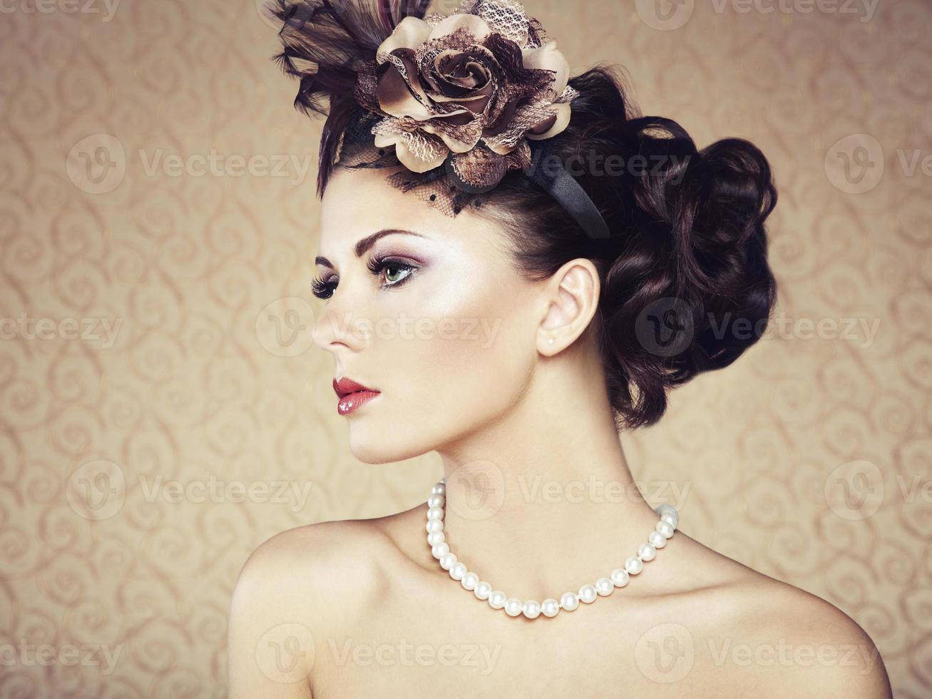 retro porträtt av vacker kvinna. vintagestil foto