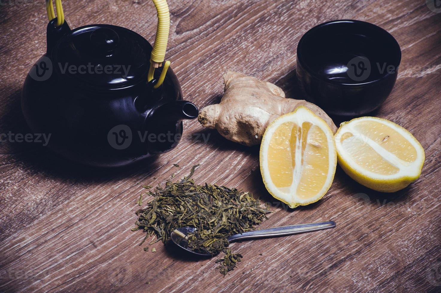 grönt te med citron och ingefära foto