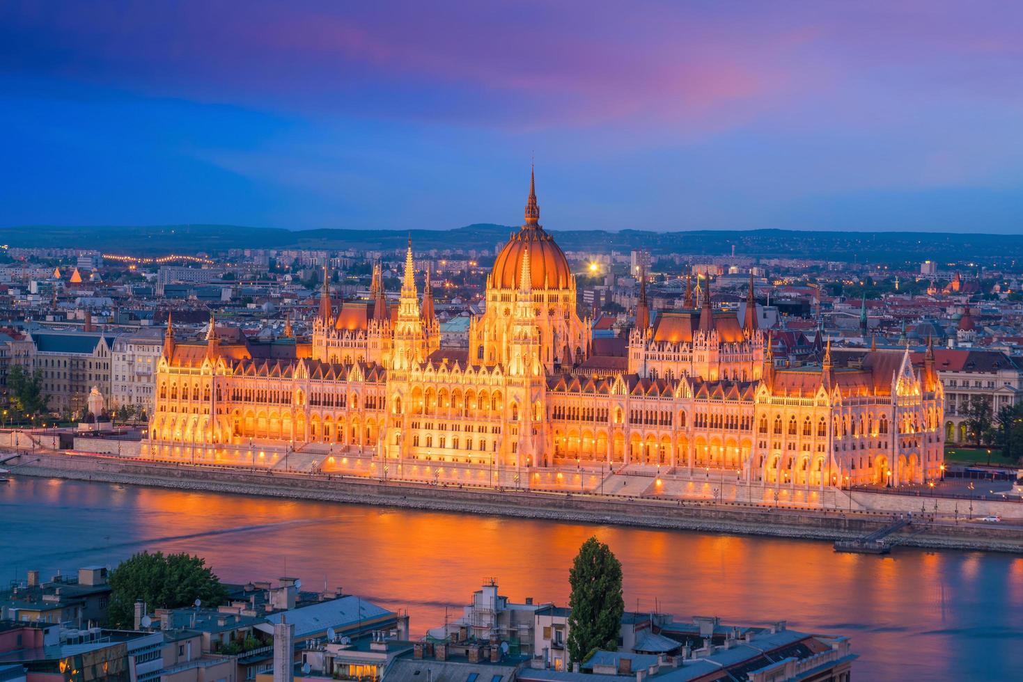 parlamentsbyggnad budapest foto