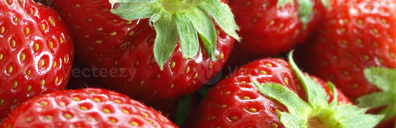 saftiga röda jordgubbar foto