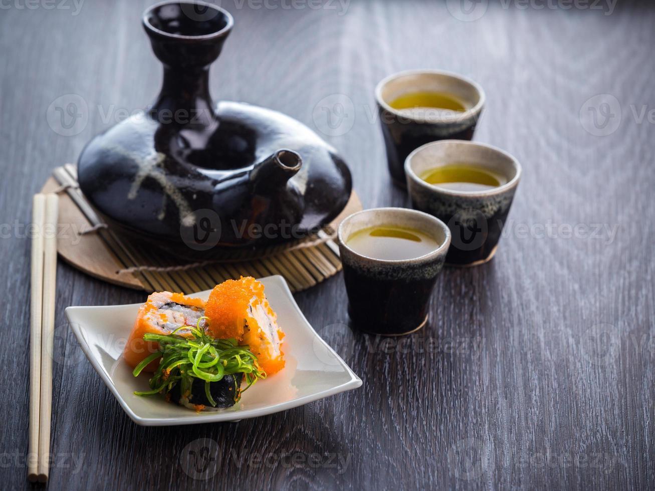 teservis och sushi foto
