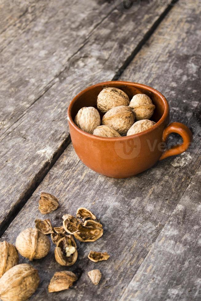 valnötter i koppen foto