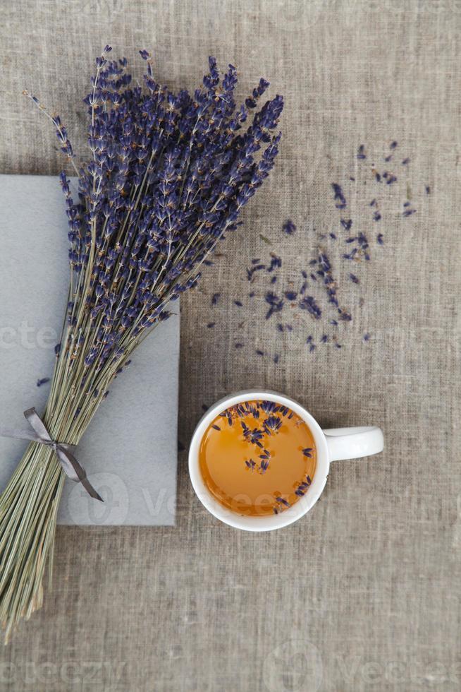 lavendel och kopp te foto