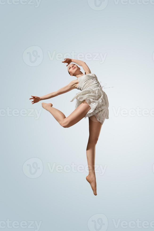 unga vackra ballerina foto