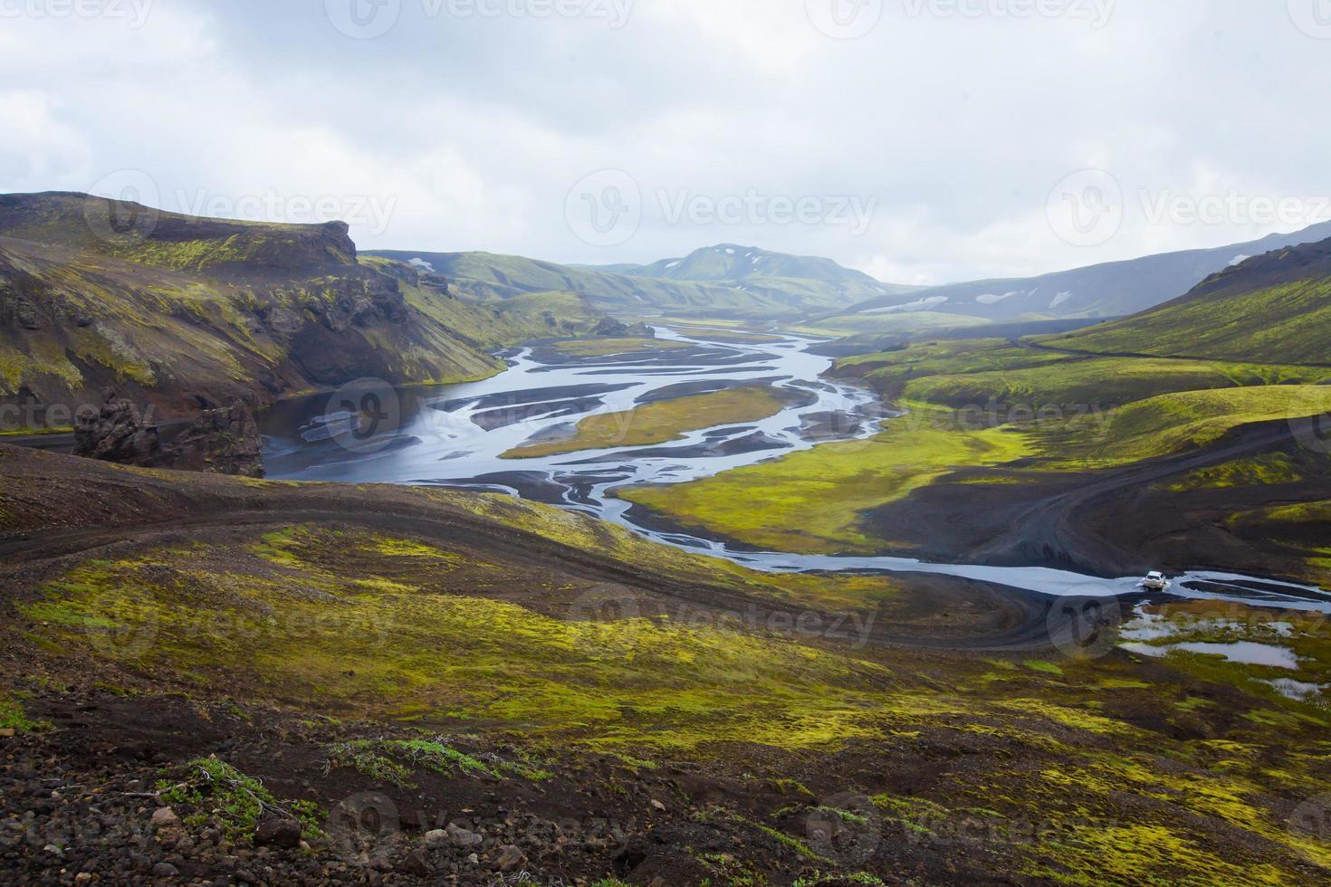 berömda isländska vandringsnav landmannalaugar färgglada bergslandskap, island foto