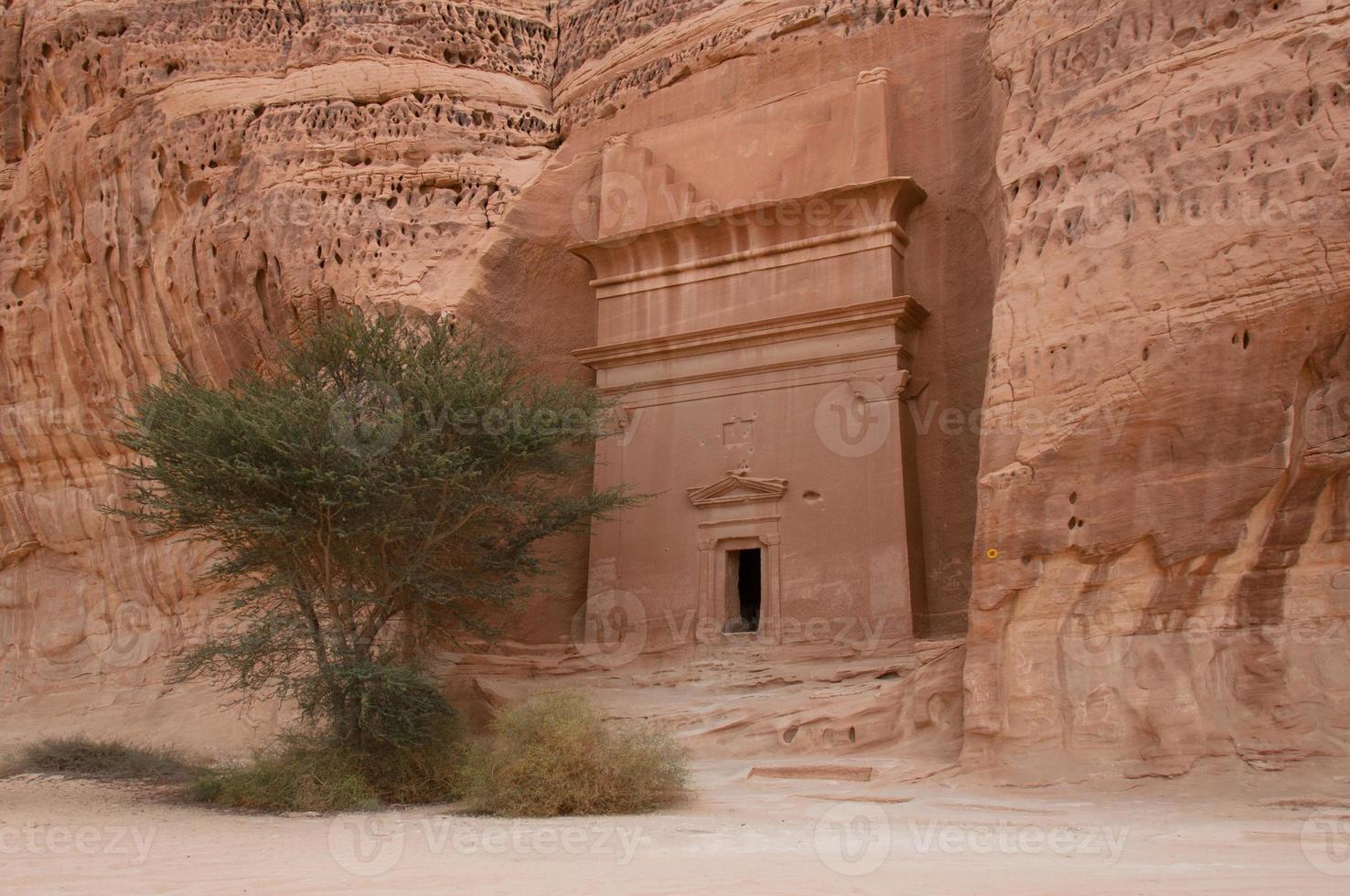 nabatean grav i Madain Saleh arkeologiska plats, Saudiarabien foto